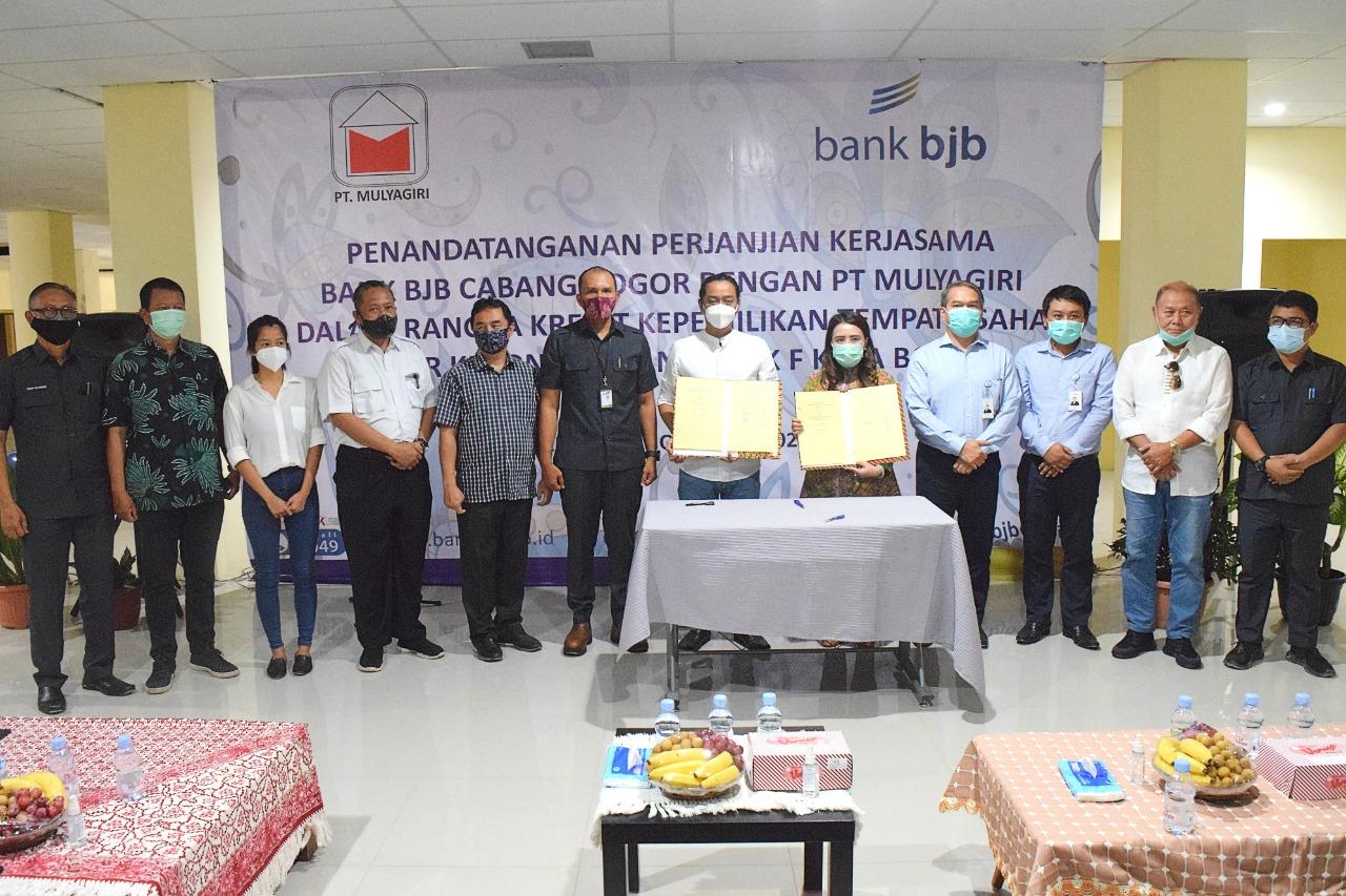 Bantu Pedagang Blok F Pasar Kebon Kembang , Perumda PPJ MoU dengan BJB